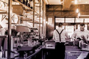 Le 5 Migliori Scarpe Antiscivolo per Camerieri