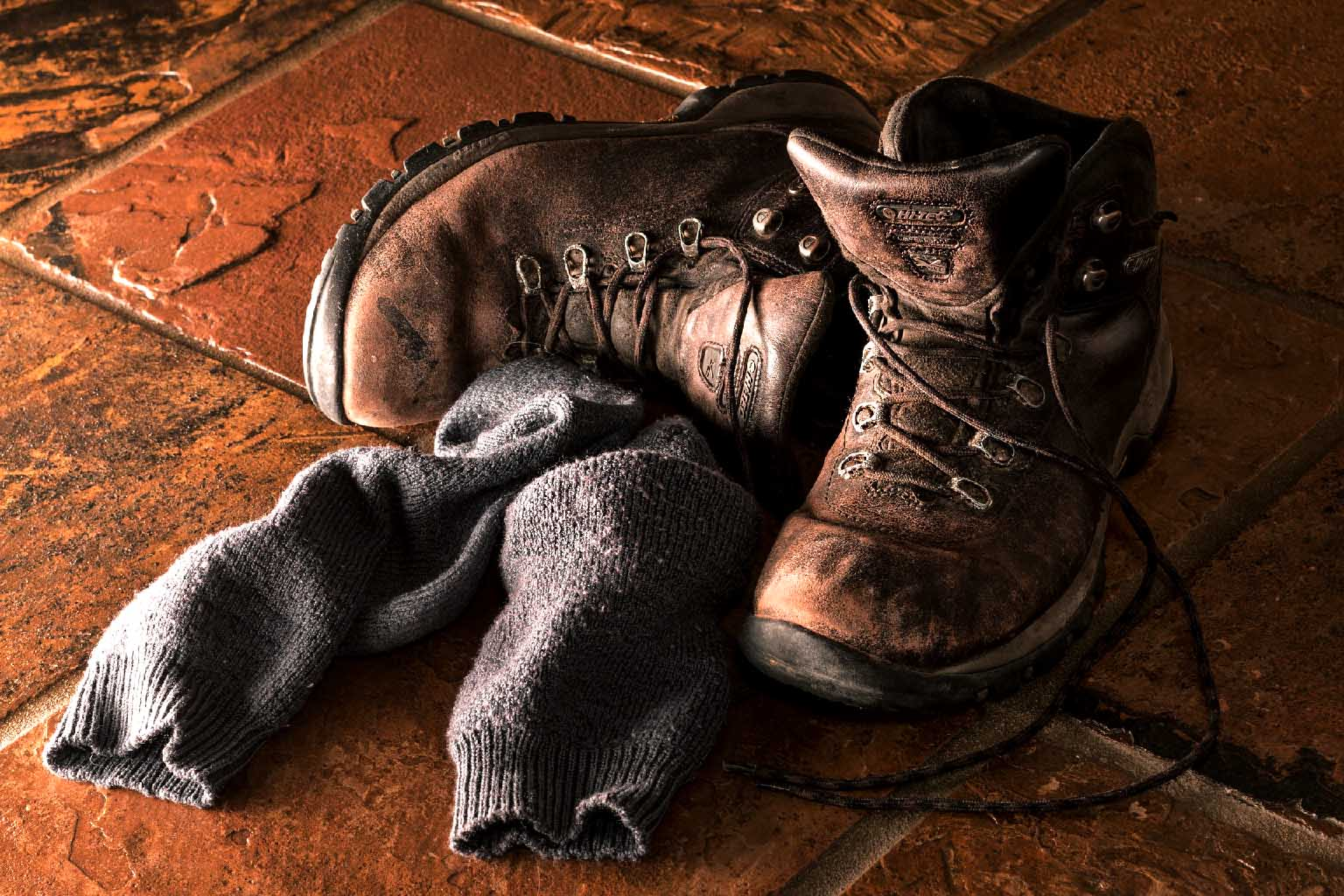 scarponi con calzini puzzolenti