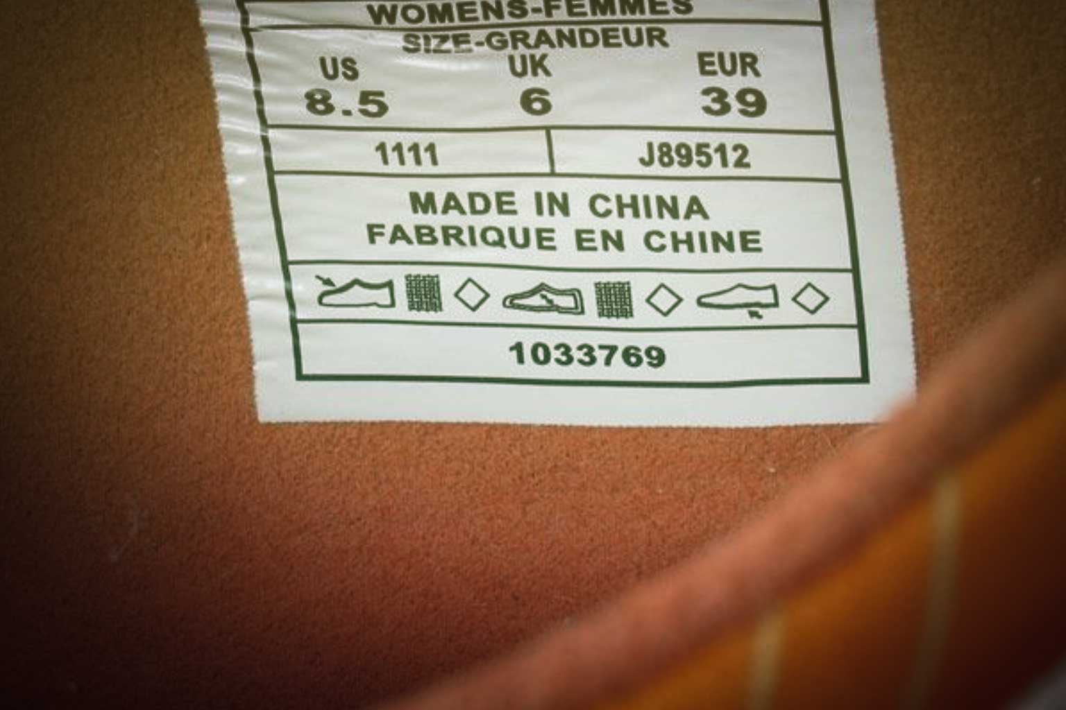 foto di un'etichetta di una scarpa